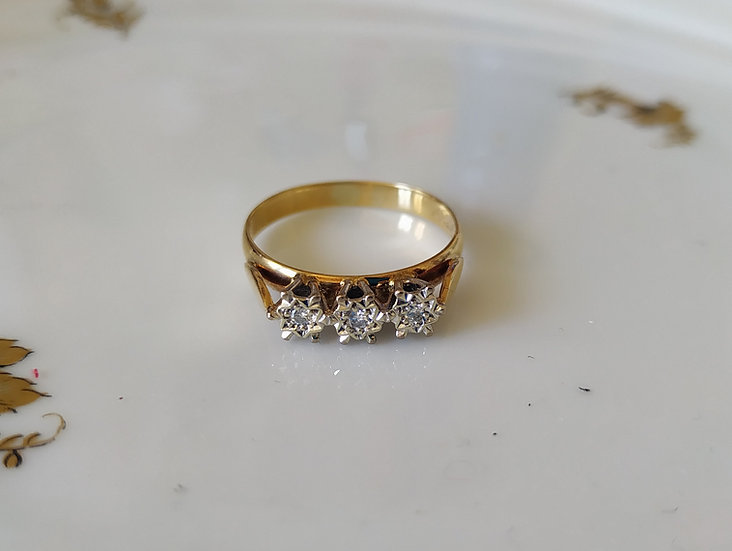 טבעת זהב ו-3 דיאמנטים