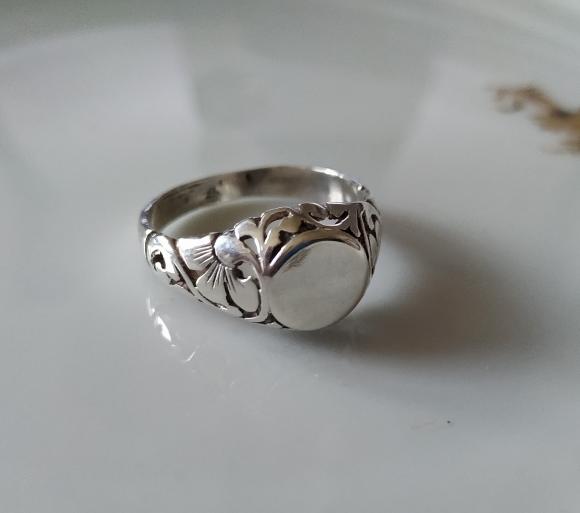טבעת כסף מעוטרת