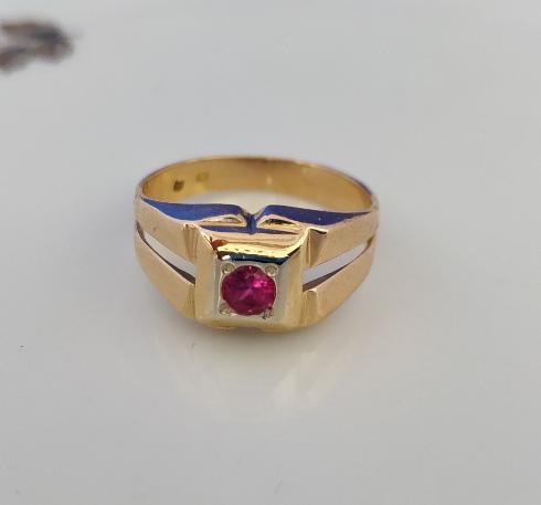 טבעת זהב ורובי עגול