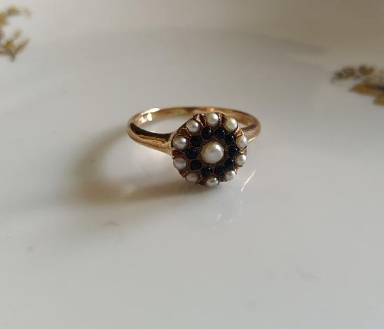 טבעת זהב ספירים ופנינים