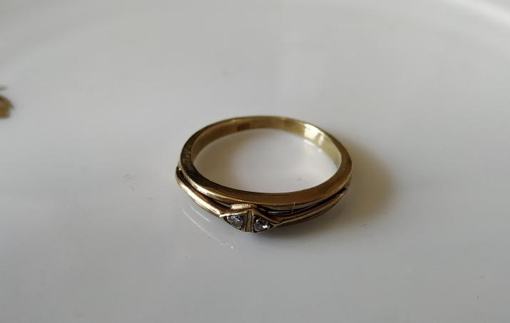 טבעת זהב ו-2 דיאמנטים