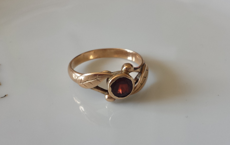 טבעת זהב עם גרנט