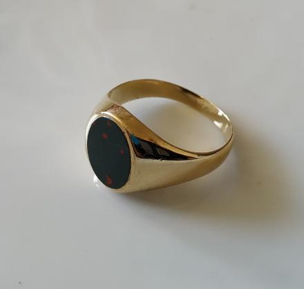 טבעת זהב לגבר עם בלאדסטון אליפטית