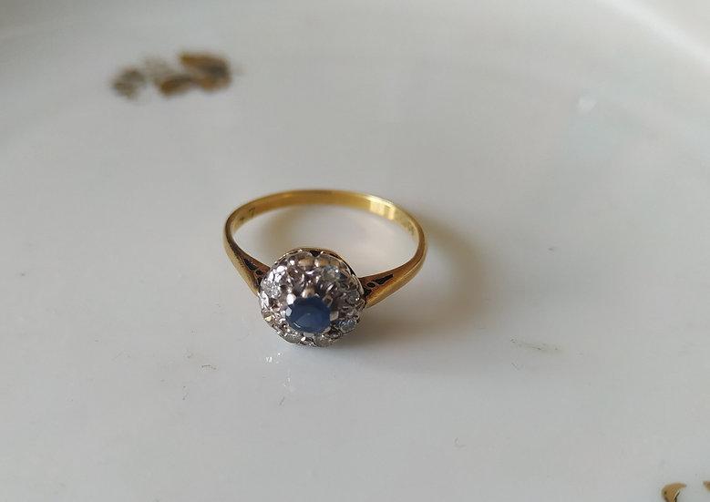 טבעת זהב פרח ספיר ודיאמנטים