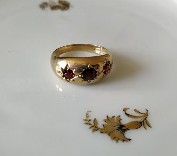 טבעת זהב וגרנטים ג'יפסי