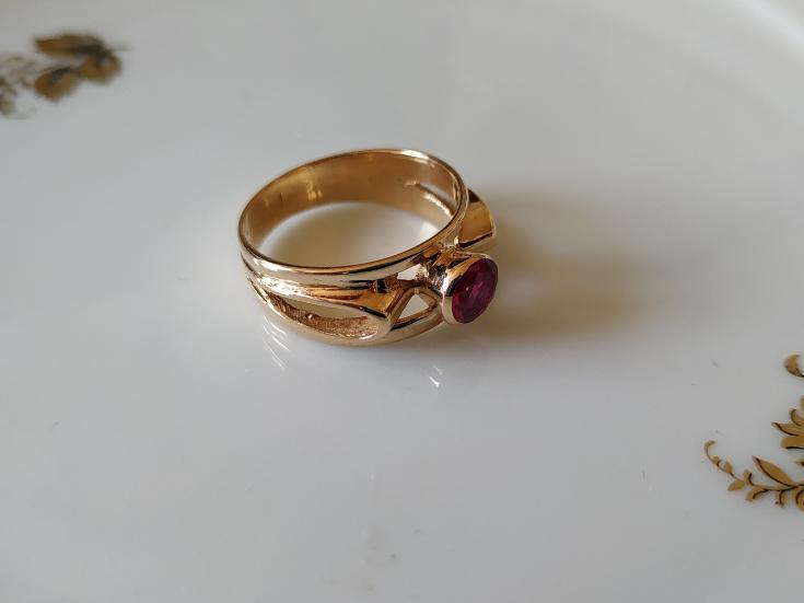 טבעת זהב ורובי עגולה