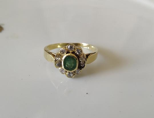 טבעת אמרלד ודיאמנטים
