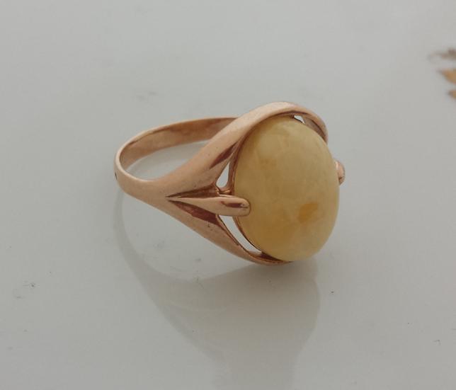 טבעת כסף מצופה זהב וענבר