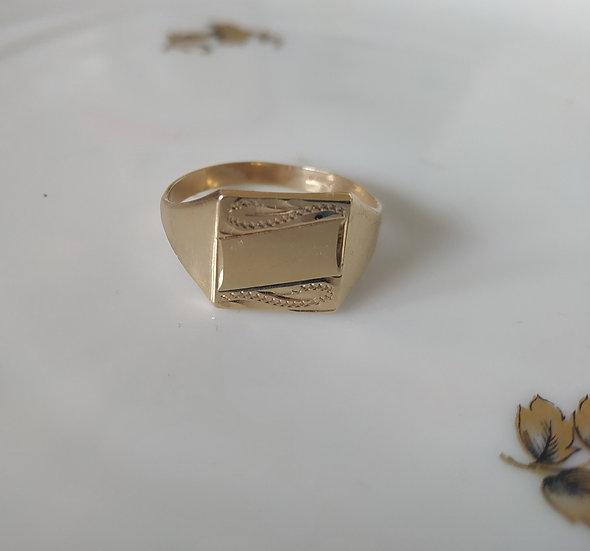 טבעת זהב לגבר עם חריטות