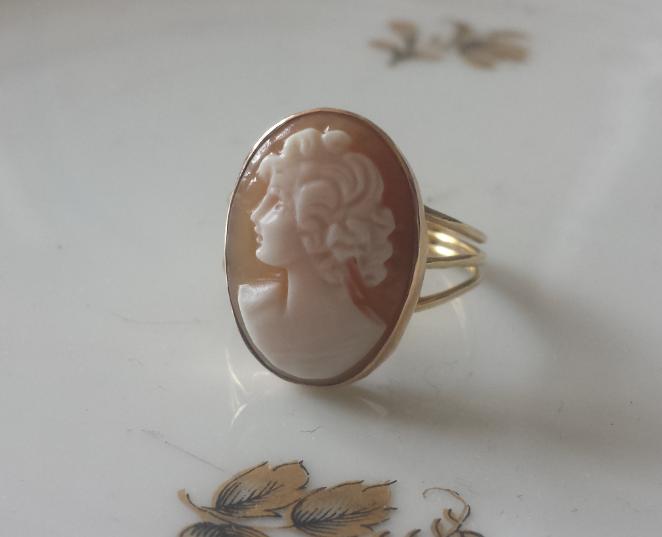 טבעת קמיאו צדף וזהב