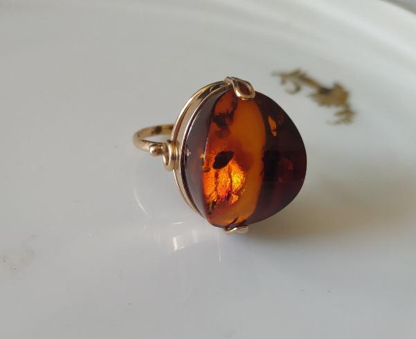 טבעת זהב ועינבר