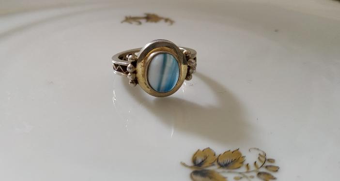 טבעת כסף וזכוכית תכלת