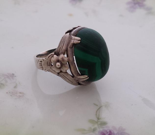 טבעת כסף ומלכיט