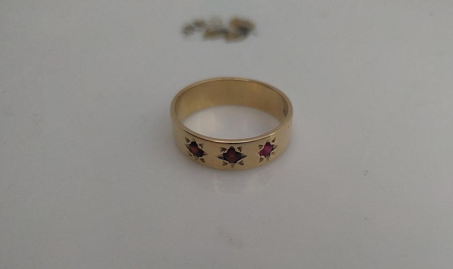 טבעת זהב וגרנטים חישוק