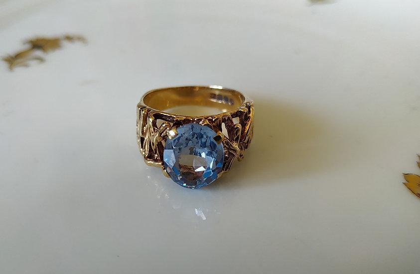 טבעת זהב ובלו טופז
