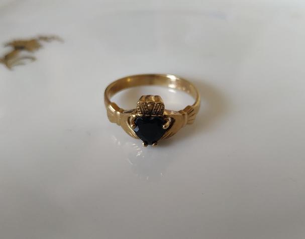 טבעת קלאדה זהב וספיר