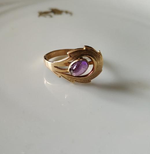 טבעת זהב ואמטיסט עלה