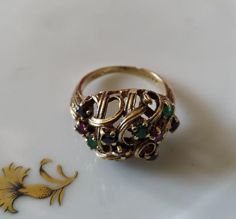 טבעת זהב עם טורמלינים וספירים