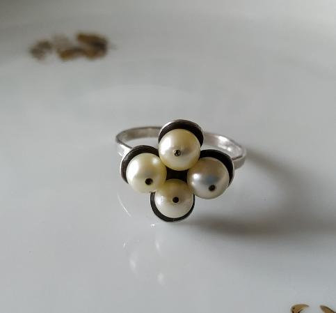 טבעת כסף ופנינים