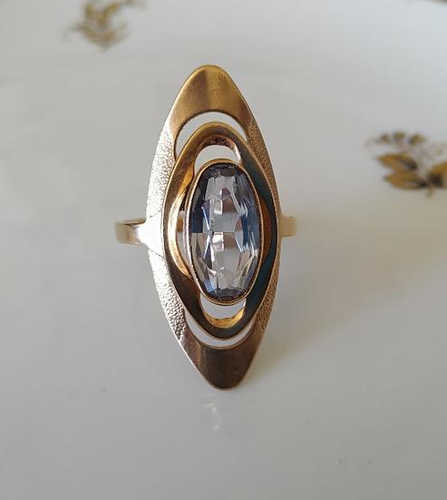 טבעת זהב מאורכת ובלו טופז