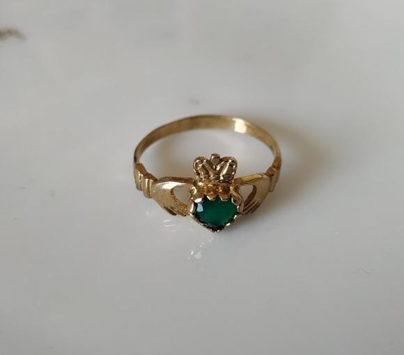 טבעת זהב קלאדה אבן ירוקה