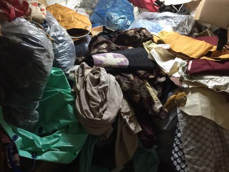 お部屋の片付け作業風景:不用品が天井に届きそうなくらいありました!