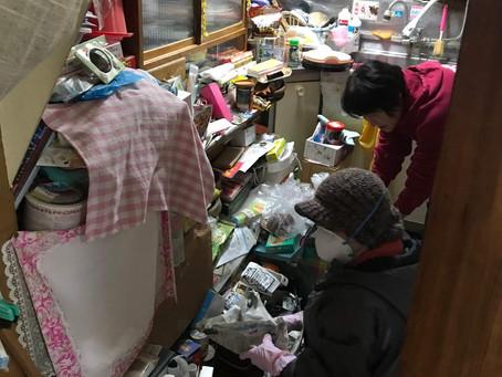 二階一戸建てゴミ不用品の片付け・お掃除・整理整頓作業風景(現場:新潟市中央区)