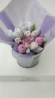 Regalos de nacimiento, ajuares en forma de bouquet para babyshower, Baby flowers, bouquets, flores con ropa de bebe para ajuar, bautismo, souvenir,