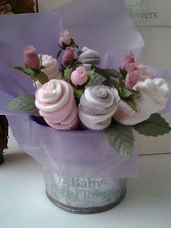 Medias de bebe, regalo de nacimiento, babyshowers, regalos para bebes, flores, ropa de bebe, ajuar