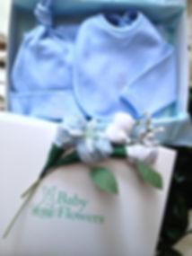 Regalos de nacimiento, ropa de bebé, set de nacimiento de 7 prendas de algodón con dos florcitas hechas con medias de bebé