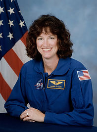 Laurel_Clark,_NASA_photo_portrait_in_blu