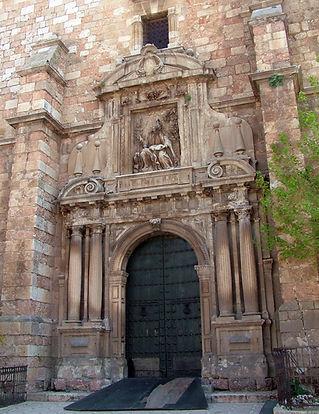 Iglesia de San Juan Evangelista. Pordada principal.