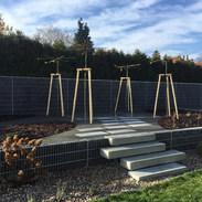 Betonové schody s mlatovou cestou a betonové dlažby