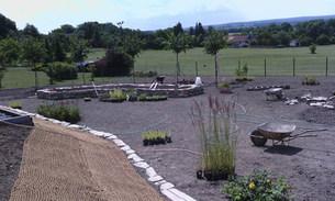 Kámen v zahradě- vyvýšené záhony