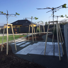 Mlatová cesta s kombinací betonové dlažby
