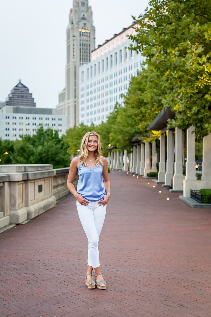 high school senior photo with views of downtown in Columbus, Ohio