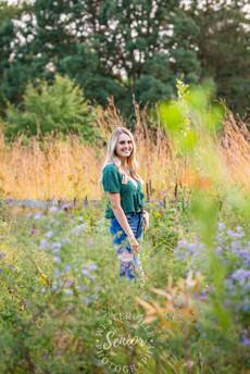 Columbus-senior-photographer-field-flowers