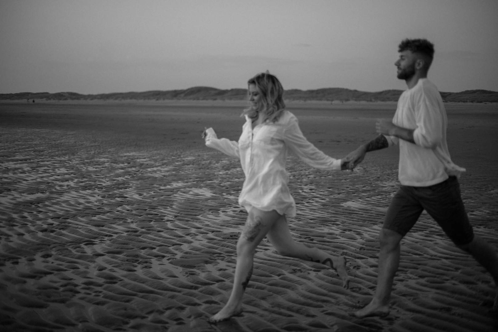 Emmy-shoots-beach-27.jpg