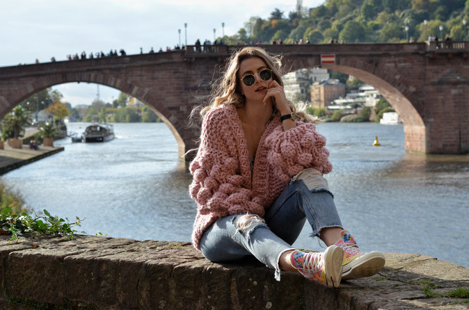 FALLING FOR FALL IN OVERSIZED KNITS