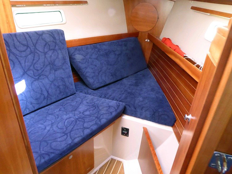 Forward cabin with pullout berth