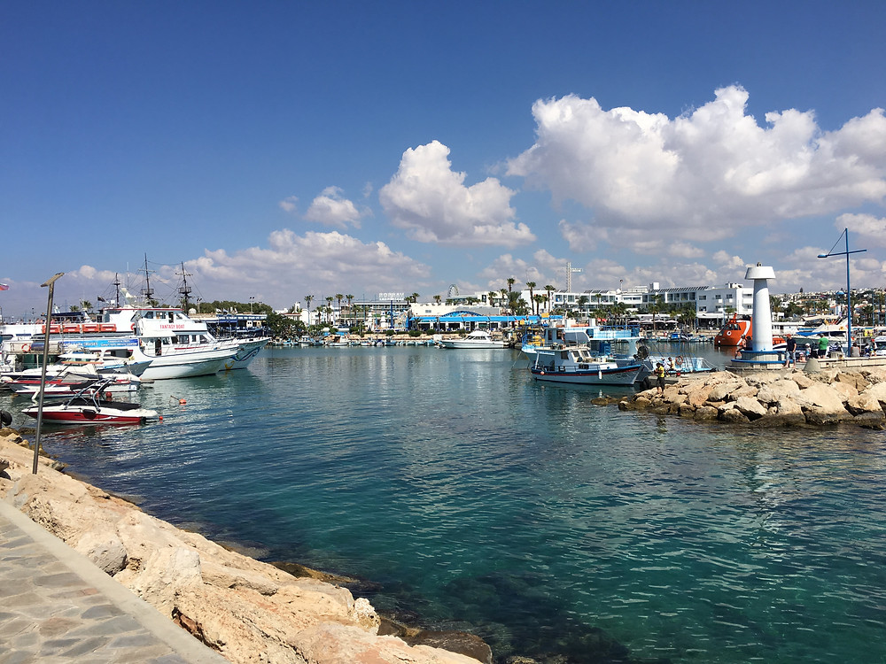 Fru Resglad tränar på Cypern