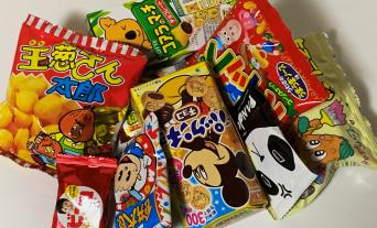 懐かしいお菓子や人気のお菓子と様々なおかしが豊富にそろっています。