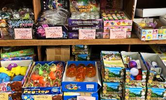 種類豊富なおもちゃを大量にそろえています。50円以下からあるので大量購入したい方は是非ご覧ください。