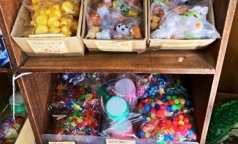 縁日やバザーにオススメのすくい物です。スーパーボールや人形、ポイや袋も揃っているので簡単に始められます。