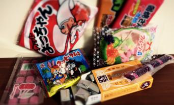 人気の駄菓子から昔懐かしい駄菓子まで卸問屋ならではの品揃え。
