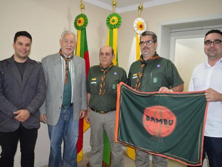 Grupo de Escoteiros Bambu se apresenta para Ghignatti