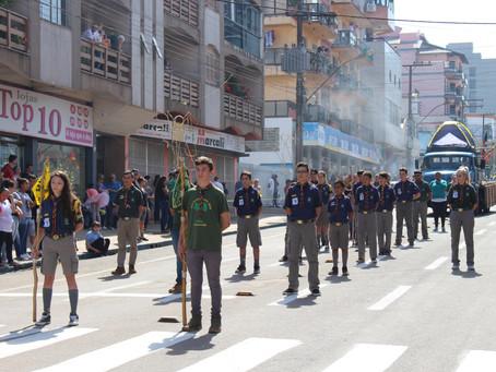 Grupo Escoteiro Araucária participa de comemorações cívicas