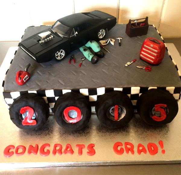 Congrats Grad Auto Cake
