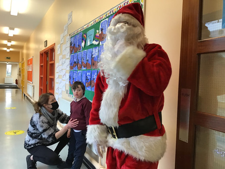 A Surprise Visitor to School 🎅.
