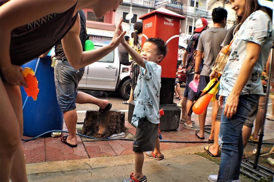 Songkran Hifive .JPG